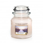 Yankee Candle Lake Sunset Geurkaars Medium Jar Candle (90 branduren)